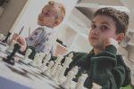 """szachy sprzyjają myślicielom """"jeśli - to"""". """"Jeśli przeniosę się tutaj, mój przeciwnik może się poruszyć tutaj, tutaj lub nawet tutaj""""."""